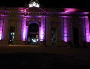 El Centro Cívico de Laboulaye se ilumina de Rosa para concientizar.