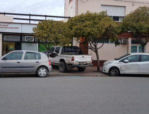 Parte Policial: Conductor se descompuso y colisionó con dos automóviles